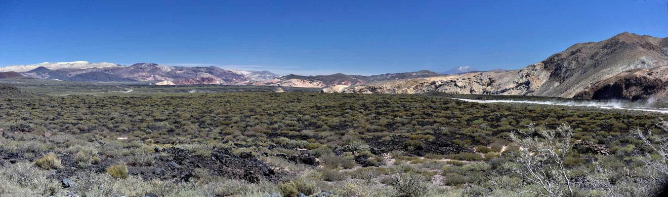 Die alten Lavaflüsse sind viele Kilometer breit.