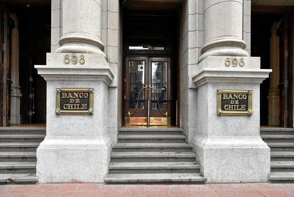 Die alten banken protzen mit Marmor.