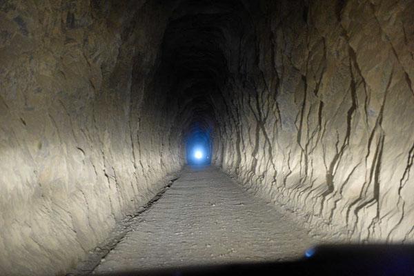 Und so sieht es in einem solchen Tunnel aus.
