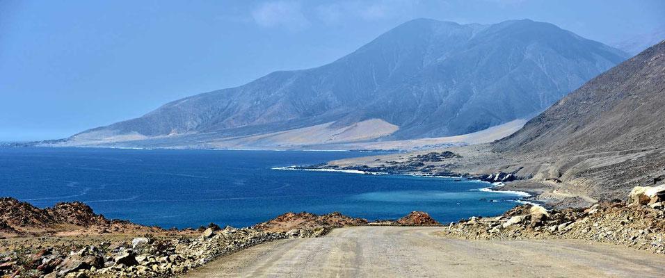 Einsamer Weg entlang des Pazifiks.