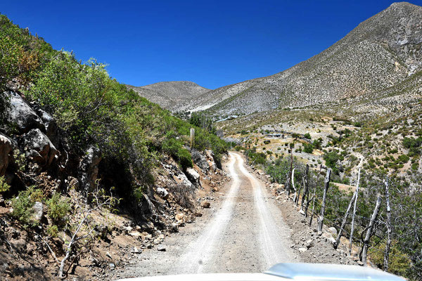 Auf der Piste von Tulahuen nach Cogoti, mal wieder über die Berge.