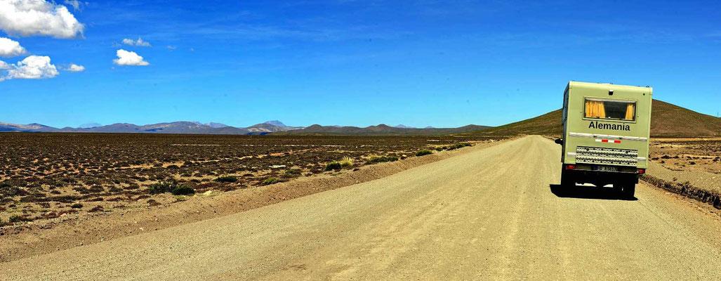 Die Reserva Nacional Salinas Y Aguada Blanca ist eine endlos weite Hochfläche auf über 4000 m.