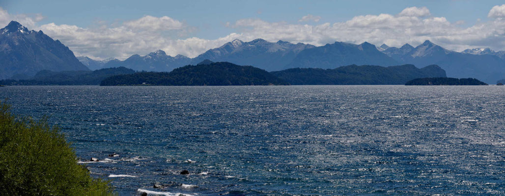 Die linke Hälfte des Sees, von Bariloche aus gesehen.