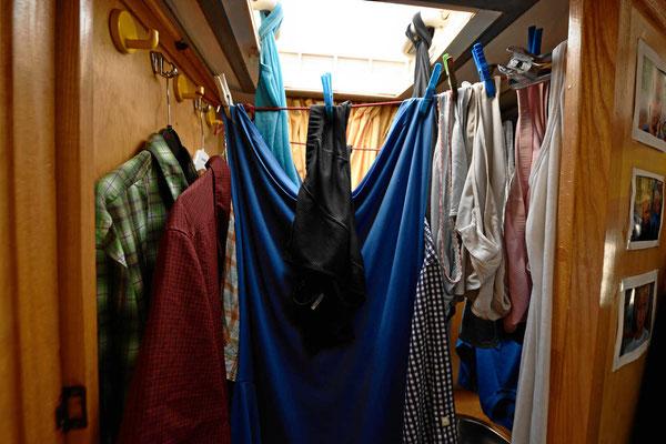 Marions Meisterstück, so viel Wäsche in einem so kleinen Bad aufzuhängen.