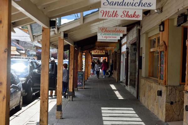 Einkaufsarkade in San Martin de Los Andes.