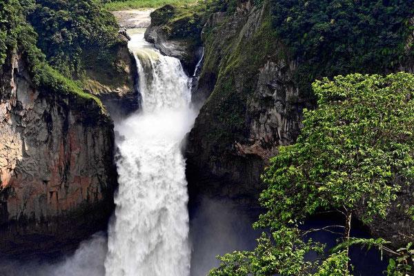Die Wasserfälle San Raffael, die größten Wasserfälle in Ecuador.