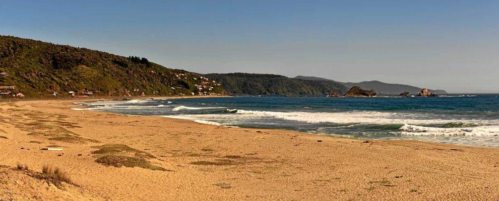 Lieber verziehen uns zu diesem Strand, der ist deutlich hübscher als Bahia Mansa.