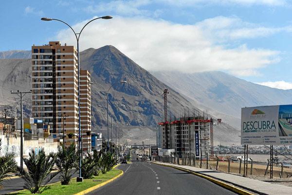 Iquique ist eine richtige Großstadt am Pazifik. Die Stadt wird begrenzt von hohen Bergen, perfekter Aufwind für Gleitschirme.