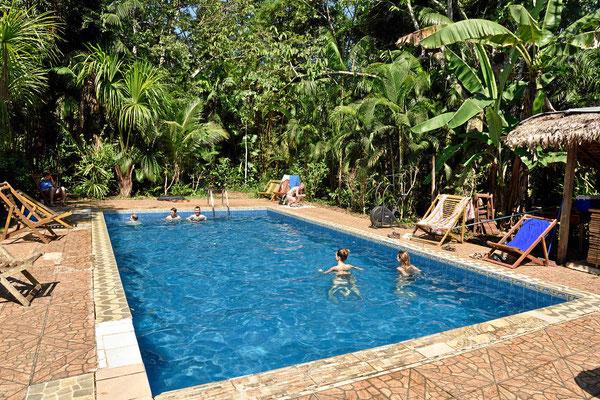 Der Swimmingpool der Anaconda Lodge, bei weit über 30°C und Tropenschwüle ein Genuß.