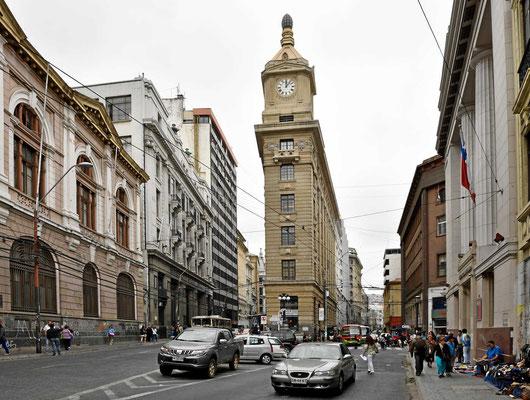 Die Straße Prat (links) und Cochrane (rechts) im alten Zentrum von Valparaiso.