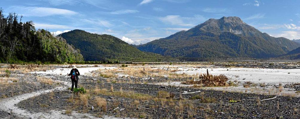 Wanderung Richtung Gletscherfuss des Vulkans Michinmahuida.