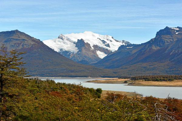Die Gletscher des südlichen Eisfeldes leuchten.