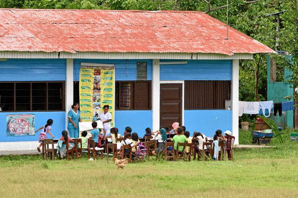 Schulunterricht im Freien.