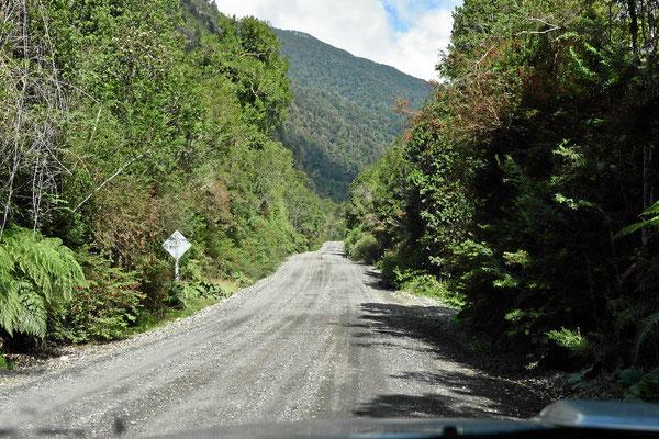 Zur letzten Fähre geht es 10 km über eine (sehr gute) Gravelroad.