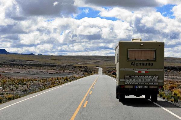 Eine typische Altiplano-Straße.