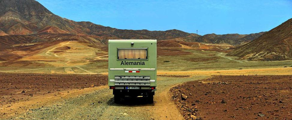Eine kleine Wüstenfahrt, wir verlassen unseren Übernachtungsplatz.