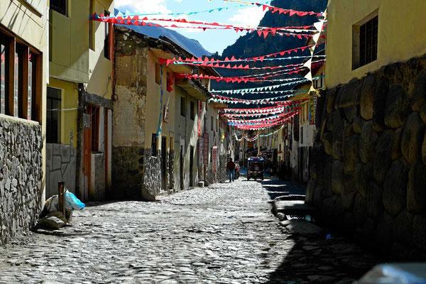 Eine Straße in Ollantaybambo.