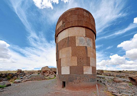 Die Grabtürme sind Inca-mäßig perfekt gebaut.