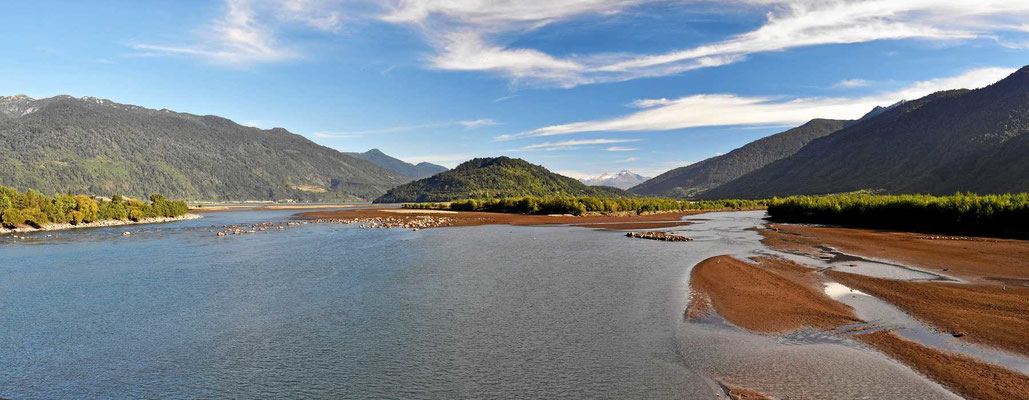 Reizvolle Uferlandschaft am Fjordende.