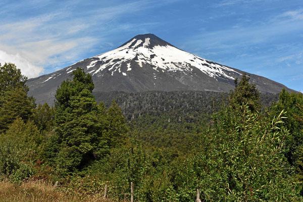 Wir nähern uns dem Vulkan Villarrica, einem der schönsten Vulkane der Welt.