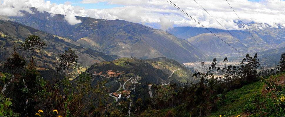 Der Ort Abancay, mehr als 1000 m unter mir.