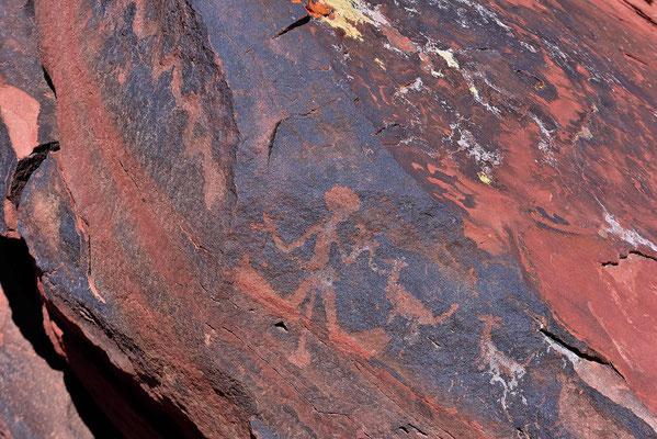 Petroglyphen am Parkeingang.