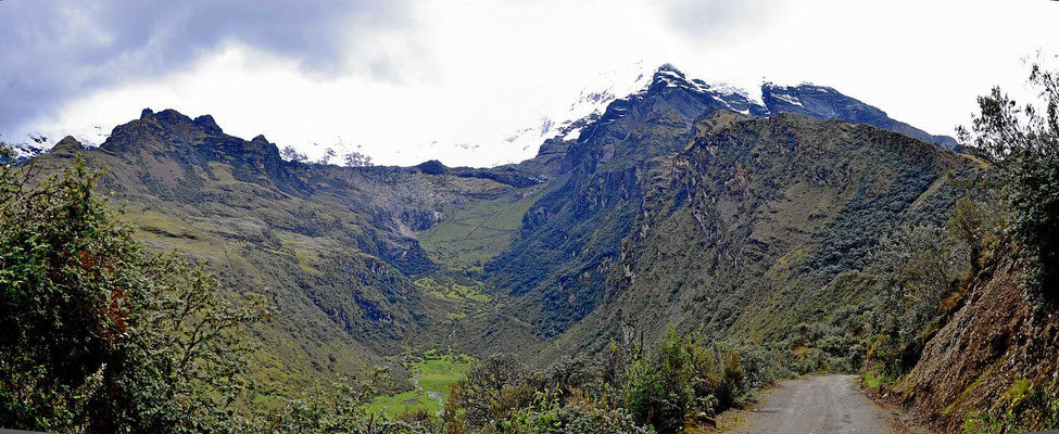 Dabei geht es wieder am Berg Huascaran vorbei, mit 6768 m der höchste Berg Perus.