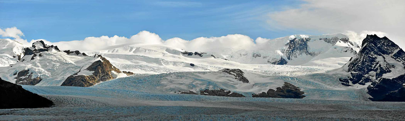 Ein Blick auf das südliche Eisfeld, aus dem der Gletscher kommt.