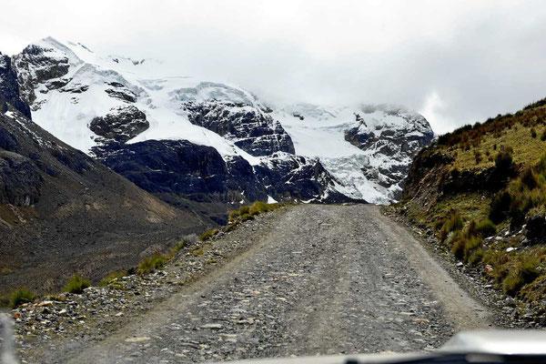 Straße zum Pastoran-Gletscher.