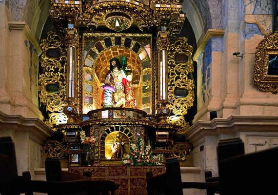 Vergoldeter Altar in der Kathedrale von Cusco.