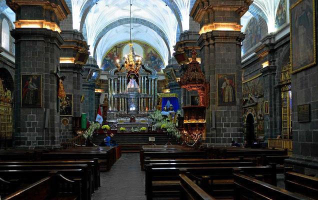 Das Innere der Kathedrale von Cusco.