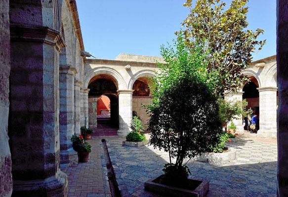 Einer von vielen Plätzen im Kloster Santa Catalina.