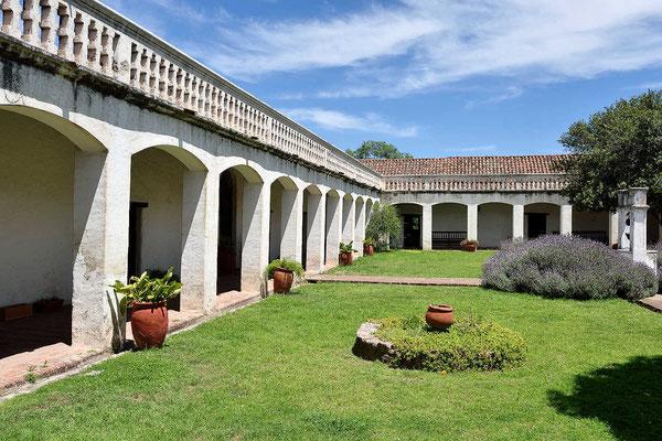 Der Innenhof der Estancia. Sie wurde in 1616 gegründet und ist die älteste aller Jesuiten-Estancia hier.