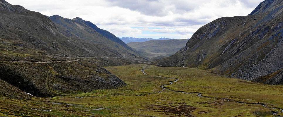 Typische Andenstrecke im Nationalpark Huascaran.