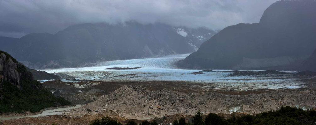 Der Grosse-Gletscher im Nebel.