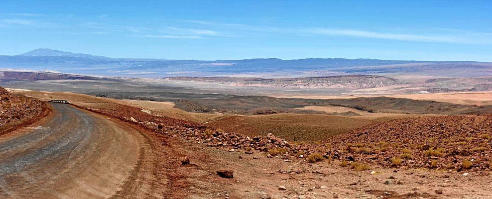 Wieder gibt es eine farbenprächtige Wüste.