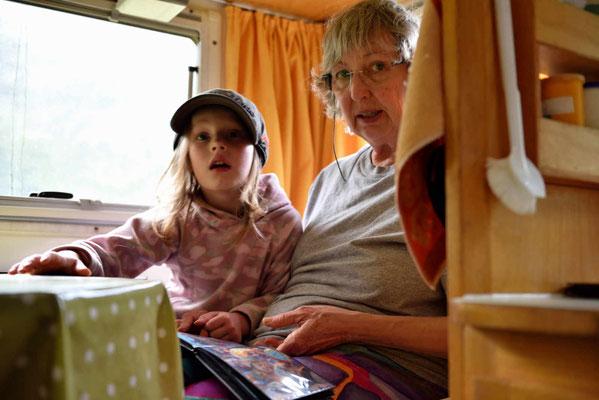 Die 6-jährige Tochter im Womo.