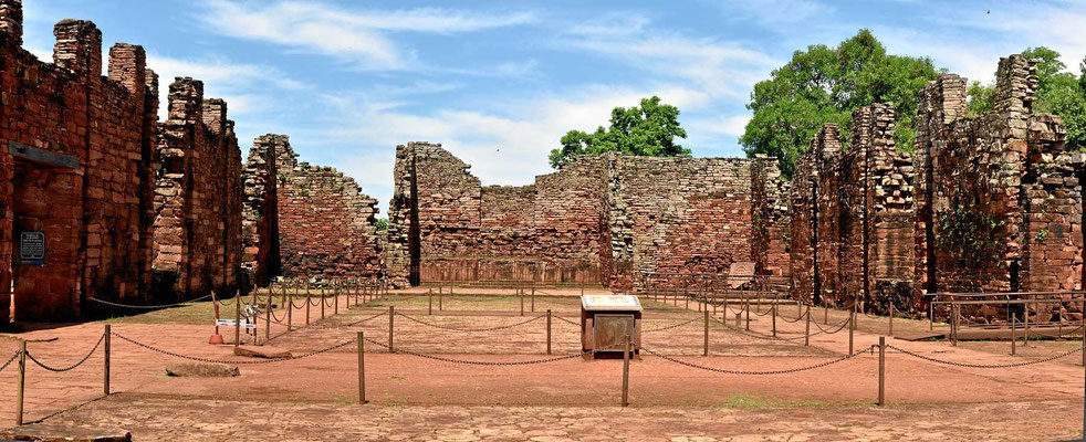 Von der Kirche in der Reduction stehen nur noch Mauerreste.