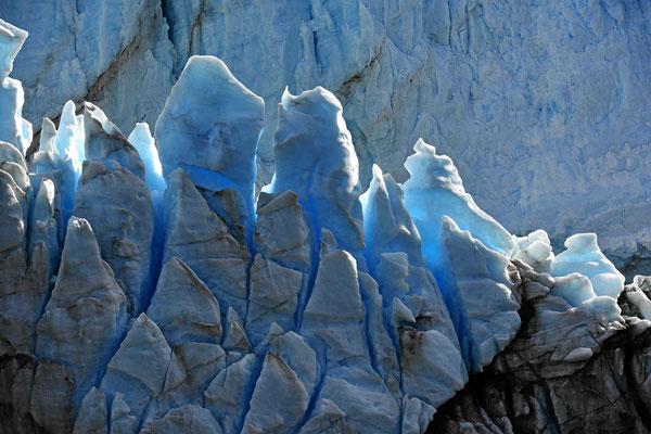 Gletschereis im Durchlicht.