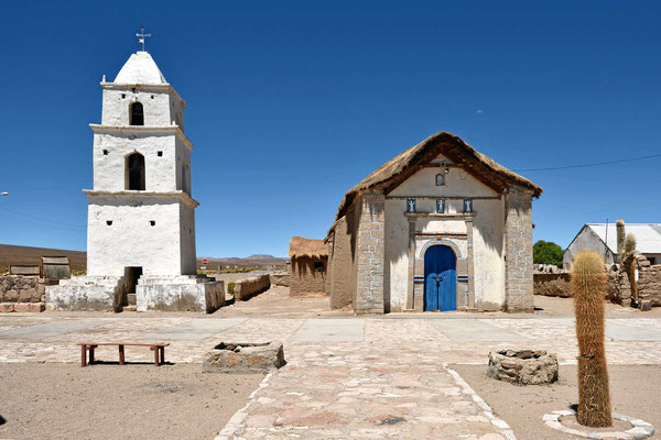Die Adobekirche von Cariquima.