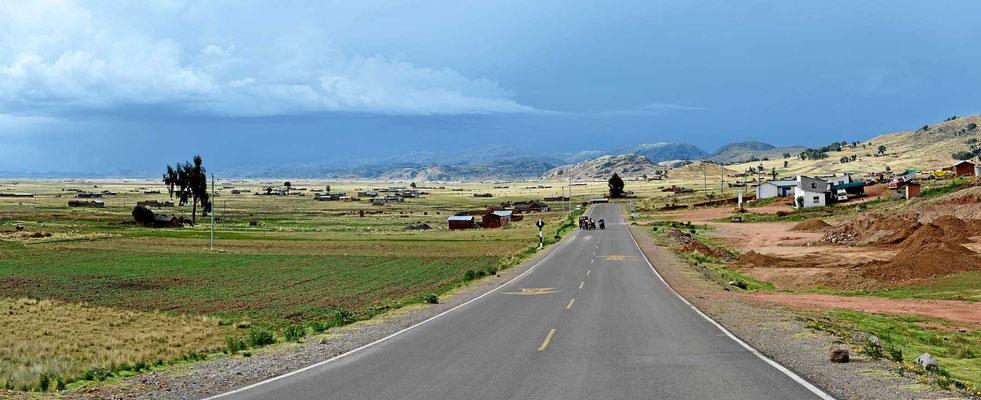 Weiterfahrt zum Titicacasee.