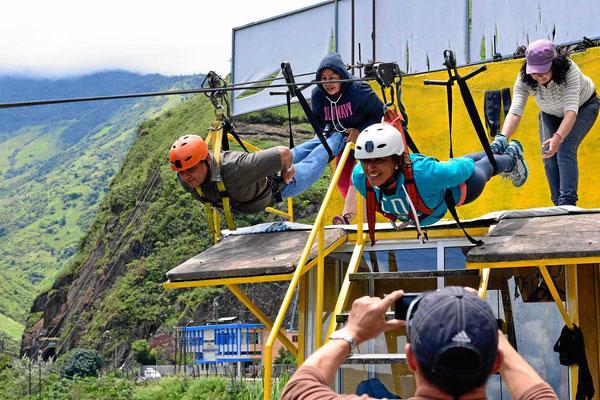 Die fliegenden Männer - Canopy im Tal des Pastaza. Die Strecke ist über 1 km lang.