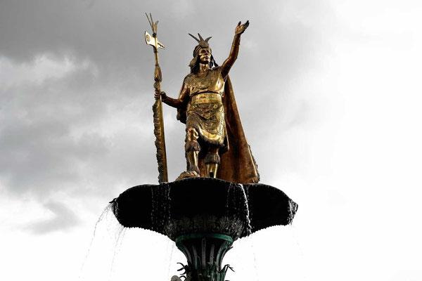 Erst töten sie ihn und dann bauen sie ihm ein Denkmal (Atahualpa).