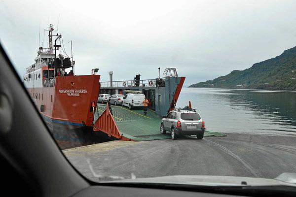 Die erste der drei Fähren zum Pumalinpark hin