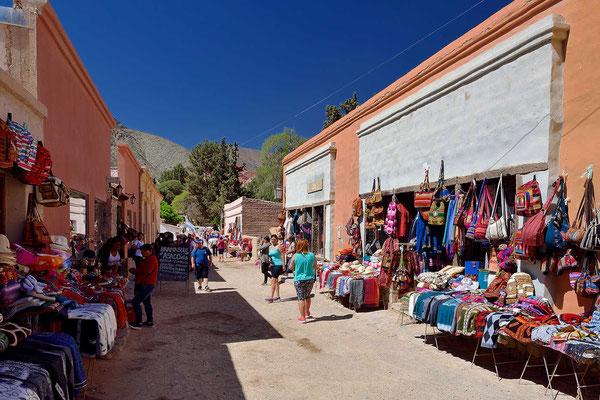 Ansonsten ist alles voll mit diesen Läden, und dazwischen hunderte von Touristen.