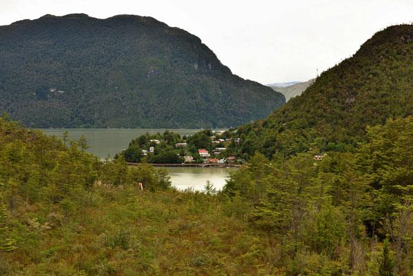 Caleta Tortel, ein Fischerort an einem Pazifik-Fjord.
