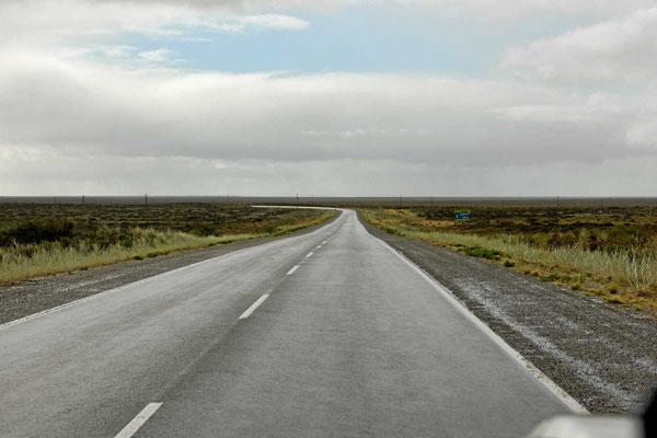 Auf der Fahrt nach Norden geht es wieder durch plattes Pampaland.