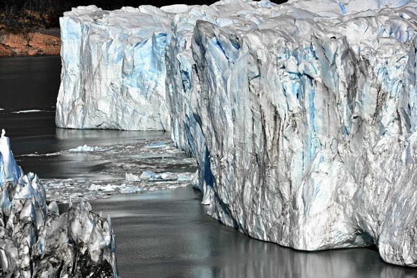 Die Gletscherkante ist 60 m hoch.