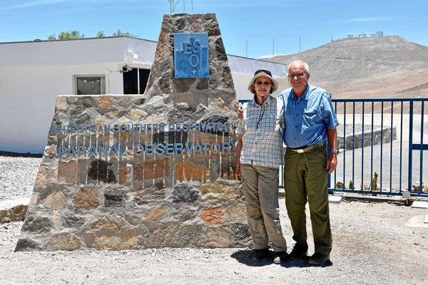 Wir stehen am Eingang zum Observatorium.