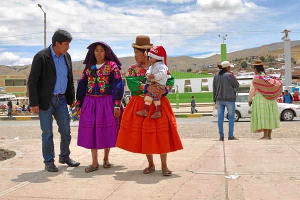 Markt am Titicacasee.  Zwei Schönheiten.